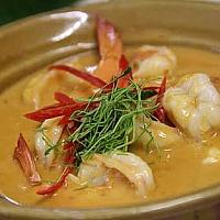 Thick coconut milk curry and shrimps
