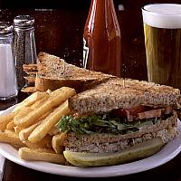 Sandwich with roasted ham & Cheddar cheese (hot) + french fries
