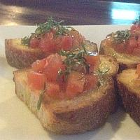 Garlic bread with fresh Tomato & Basil
