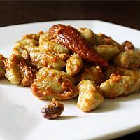 Gnocchi con pesto di pomodori secchi