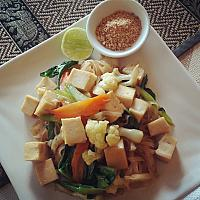 Pad Thai with tofu and veggies + comes with salad