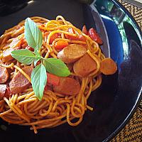 Pasta pomodoro with vegan sausages + comes with salad