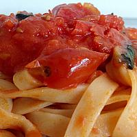FETTUCCINE TOMATO SAUCE AND BASIL