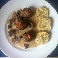 (4) Cream fraiche mushroom gravy