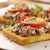 Waffle Tuna with sauce cream