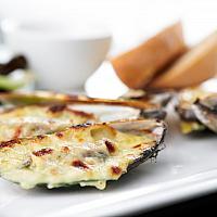 Baked Mussel / запеченные мидии с сыром
