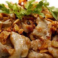 Deep fried chicken or pork or beef with garlic pepper(ไก่ หรือ หมู หรือ เนื้อ ทอดกระเทียมพริกไทย)