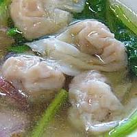 Wonton soup with shrimp (เกี้ยวน้ำกุ้ง)