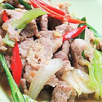 Fried Chicken ,Pork or Beef with sweet green chilli (ผัดพริกสด ไก่ หรือหมูหรือเนื้อ)