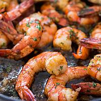 Shrimps fried with gurlic in soy sauce