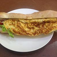 Sandwich baguette omelette