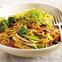 Stir fried yellow noodles wth vegetable