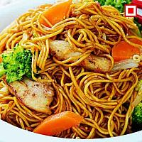 Stir fried yellow noodles with chicken