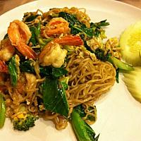 Stir fried yellow noodles with seafood