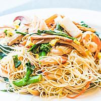 Chow Mein noodles with seafood