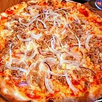 pizza tuna onion