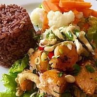 Grill Salmon Spicy Salad with Brown Rice