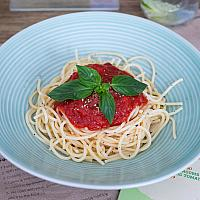 Spaghetti with basic tomato sauce