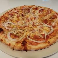 Pizza onion pepper
