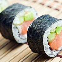 Salmon and Avocado roll s 4pcs.