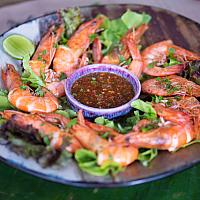 Pan fried shrimps with sour seafood sauce