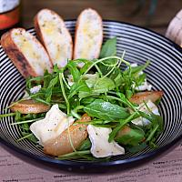 Caramelized pear, rocket and camembert salad