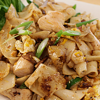 Fried Rice Noodles with Chicken