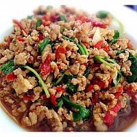Stir-fried chicken/pork  with holy basil leaves
