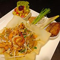 Pad Thai vegetables + papaya salad roll+ fried chicken wings