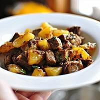 Картошка жареная с мясом и грибами