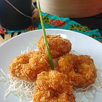 4 Shrimp cake with sweet plum sauce (4 pcs) (ทอดมันกุ้ง)