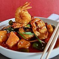 31 Sweet & Sour Hong Kong Style with Crispy King Prawn (ผัดเปรี้ยวหวานกุ้งทอดกรอบ)
