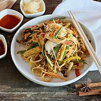 13 Chow Mein with Shrimp (Small prawns) .  (ผัดเส้นเหลืองกุ้งเล็ก)