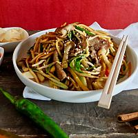 15 Chow Mein with Beef Tenderloin  (ผัดเส้นเหลืองเนื้อ)