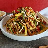 16 Chow Mein with Roast BBQ Marinated Pork  (ผัดเส้นเหลืองหมู)