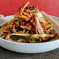 18 Chow Mein with Mixed Meats (Pork, Duck, Chicken) (ผัดเส้นเหลืองหมู+เป็ด+ไก่)