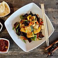 81. Bean Curd (Tofu) with Kung Pao Sauce  (เต้าหู้ผัดเม็ดมะม่วงหิมพานต์)