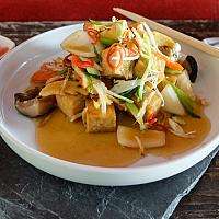 60 Ginger & Spring Onion with Bean Curd (Tofu) (เต้าหู้ผัดขิง)