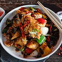 40 Chicken Breast with Mixed Peppers & Black Bean Sauce (ไก่ผัดซอสเต้าซี่พริกไทยดำ)