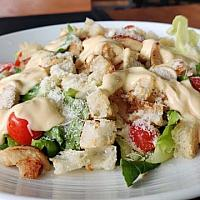 insalata Caesar salad chicken