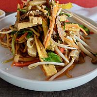 27 Chop Suey with Bean Curd (Tofu) And Vegetables  (ผัดเส้นเหลืองเต้าหู้)