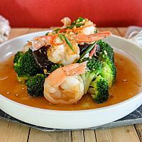 107 Fried Shrimp with Chinese Broccoli In Oyster Sauce  (กุ้งผัดบล็อคโคลี่น้ำมันหอย)