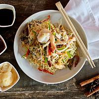 126 Singapore Style Stir Fried Noodles  (ผัดหมี่สิงคโปร์)