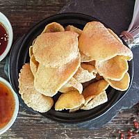 6 Prawn crackers  (ข้าวเกรียบกุ้ง)