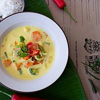Vegan yellow curry with omnipork