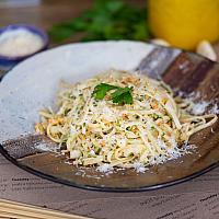 Vegan linguine aglio olio