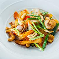 STIR FRIED CHICKEN WITH CASHEW NUT