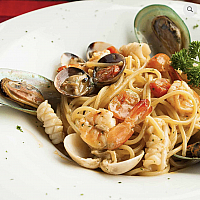 Spaghetti mix Seafood in withe wine sauce
