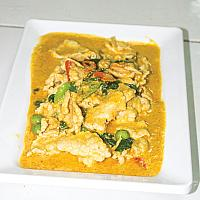 Panang Curry Chicken with steam rice