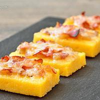 Crostini di polenta speck e mozzarella